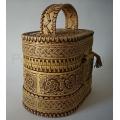 Берестяная шкатулка-сумочка для косметики или рукоделия